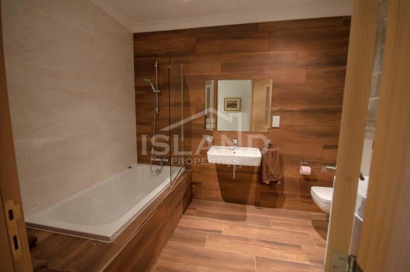 Bathroom apartment Sliema