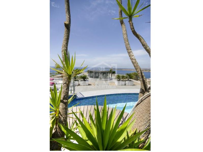 Swimming pool/Luxury Detached Villa in Mellieha