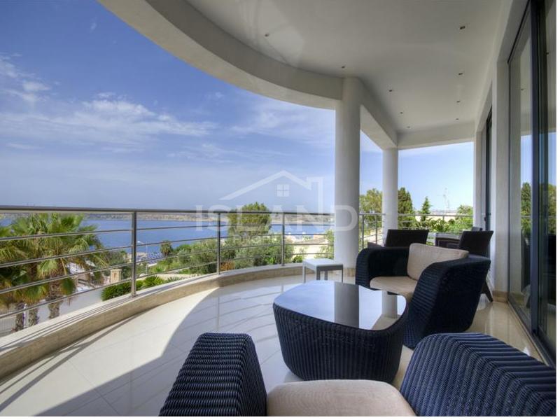 Terrace/Luxury Detached Villa in Mellieha