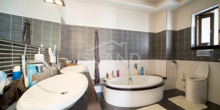 Bathroom/House of Character in Zejtun