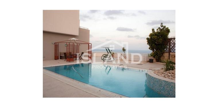 Swimming pool/Madliena Apartment
