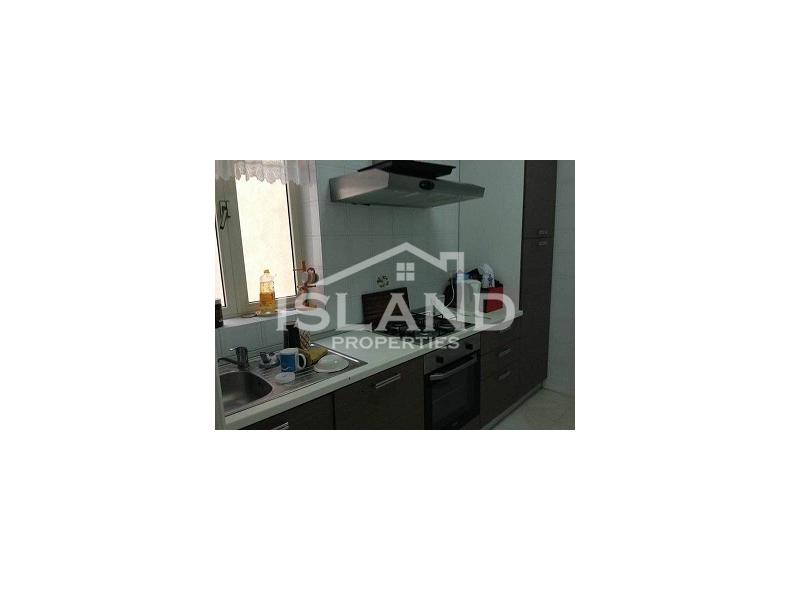 Island Properties apartment kitchen in San Pawl il-Bahar (Bugibba)