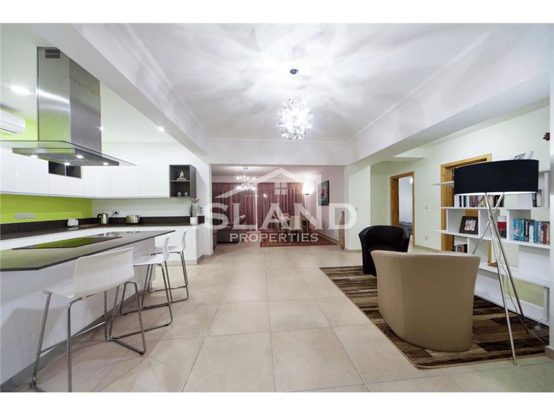 Luxury Apartment in Fort Cambridge Sliema (Tigne)