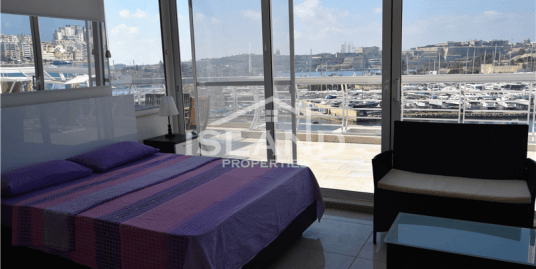Seafront Penthouse in Gzira