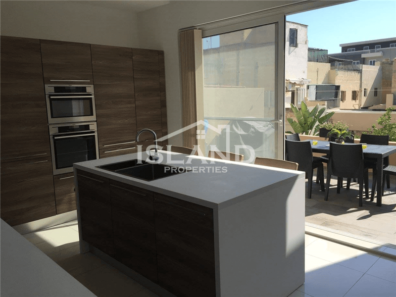 Three Bedroom Duplex Maisonette with Air Space