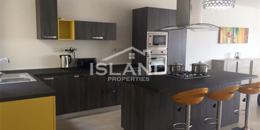 Four bedroom Apartment In Birkirkara